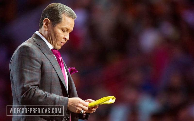 Guillermo Maldonado predica en la Iglesia El Rey Jesus de Miami, sobre la revelacion de Dios y como esta es necesaria para la extensi�n del reino de Dios