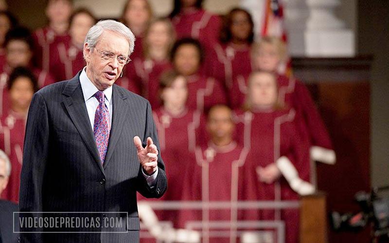 El Pastor Bautista Charles Stanley predica sobre la necesidad de andar en el Espiritu