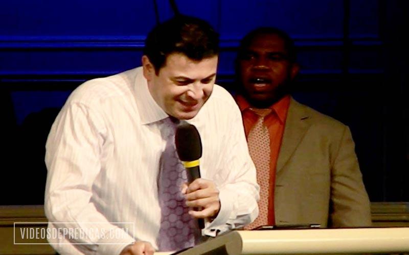 Elias Limones predica sobre el poder de la sangre de Jesus, como podemos beneficiarnos de ella y apropiarnos de las bendiciones de la cruz
