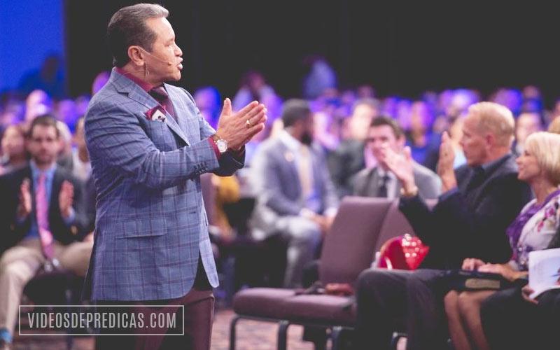 El Pastor Guillermo Maldonado predica sobre los diferentes tipos de unciones, y entre ella la uncion de rompimiento que acelera procesos y escala niveles.