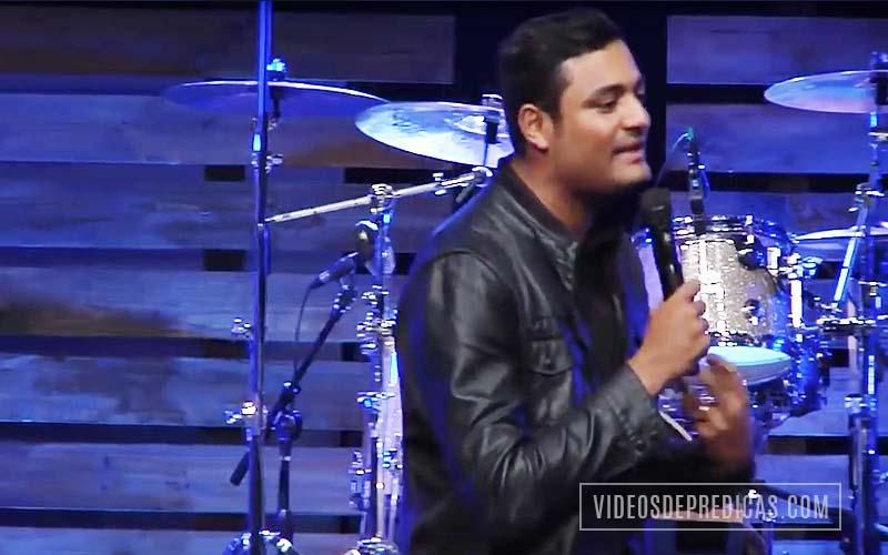 Marcos Brunet predica en su mensaje sobre como Dios se propuso reconciliarnos con �l a trav�s de su Hijo Jes�s y as� tener paz con el hombre